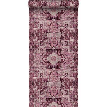 carta da parati tappeto kilim patchwork orientale in stilo Ibiza e Marrakech rosso bordeaux